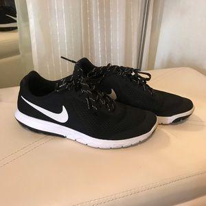 Black Nike Flex Experience Run 5